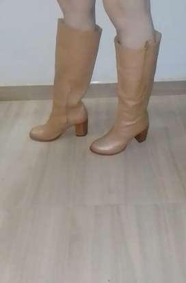 Botas de cuero marca Velez