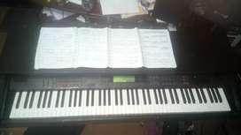Clases de piano acordeón bajo guitarra para principiantes