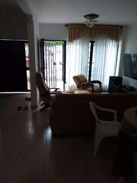 Barrio El Dorado alquilo casa primer piso 3 habitaciones,garaje,cocina