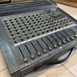 Consola de sonido  ROLAND PA- 400 en Mar del Plata