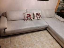VENDO Sillon/Camastro ecocuer color beige. SUPER COMODO