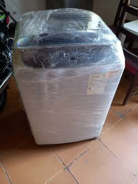 Se vende lavadora Samsung usada con capacidad de carga de 26 lb - 13 kg, esta en excelentes condiciones.