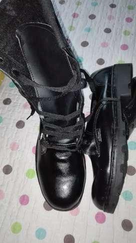 Vendo botas de material