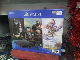PS4 1 terá y 3 juegos Totalmente nueva sin destapar