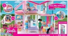 Vendo casa de barbie nueva sellada malibu house