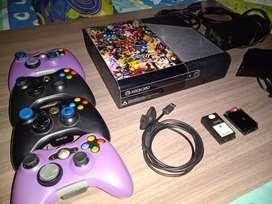 Xbox 360, 4 Mandos, 65 Juegos Digitales, Membresía De Xbox Live De Por Vida y Un Kinect