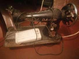 Vendo antigüedades radiola calefacción raqueta de tenis maquina de coser