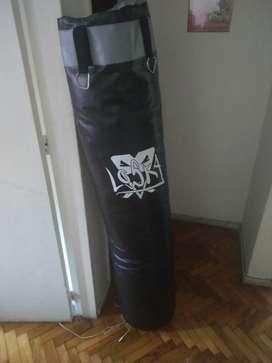 Bolsa y soporte y guantes de boxeo