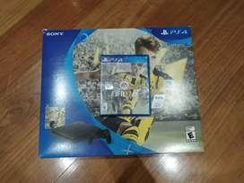 PS4 slim negra en excelentes condiciones más control original y FIFA 17, precio negociable.