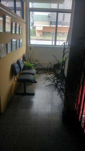 Piso completo en edificio de oficinas en Barracas