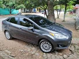 Vendo hermoso Ford fiesta sedan TITANIUM full equipo modelo 2015