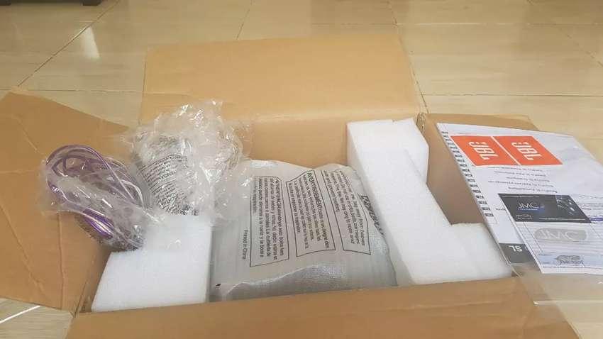 """Subwoofer activo basspro JBL + kit de cables de instalación nuevo 8"""" 0"""