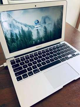 "Macbook Air A1465 11"" Silver - COMO NUEVA"
