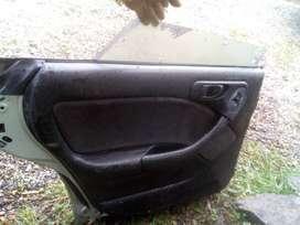 Puerta Subaru legacy 96