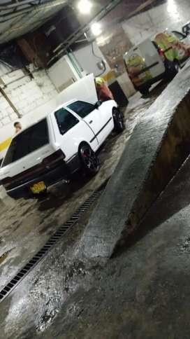 Se vende Mazda 323 Blanco