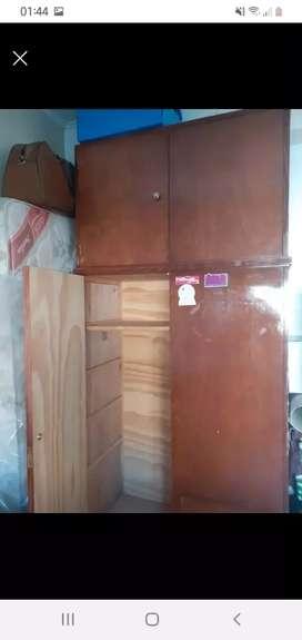 Ropero de madera, en buen estado. Se vende porque no lo uso.