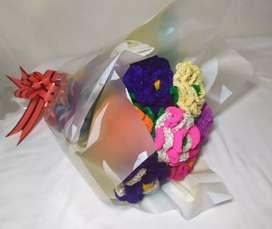 Ramo de rosas tejidas a mano / entregas a domicilio