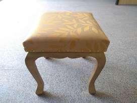 Taburete / Asiento / Sillon / Silla / Puff de madera.