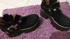 Zapatos de gamuza.