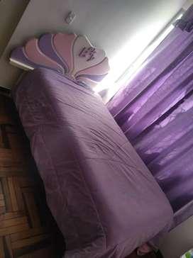 Cama plaza y media con colchón y veladora incluido