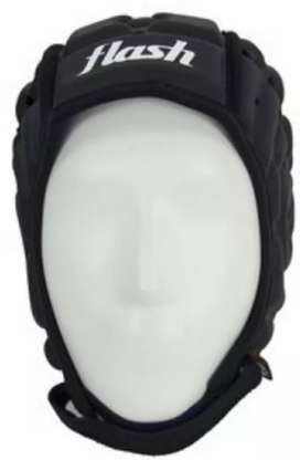 casco de protección para rugby marca FLASH