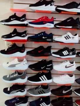 Zapatillas deportivas a precio de costo