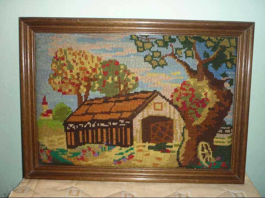 ANTIGUO CUADRO BORDADO A MANO PAISAJE PUEBLO RURAL CASA TAMAÑO 43 x 31 cm 0