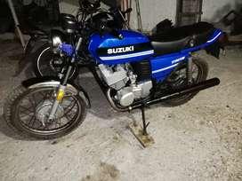 Moto suzuki gt 200 clásica