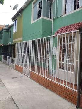 Se vende casa de 2 niveles