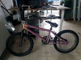 bicicleta modelo bmx