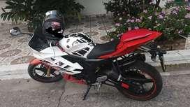 Espectacular moto yamaha R15