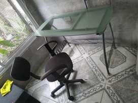 Escritorio de vidrio templado + silla de oficina