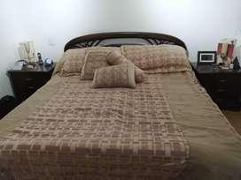 Cama king con espaldar + 2 mesas de noche + colchón king marca comodísimos