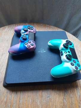 Vendo PS4 un año de comprado muy poco uso