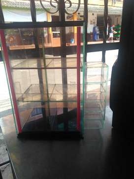Se vende vitrina para cigarrillos exelente estado