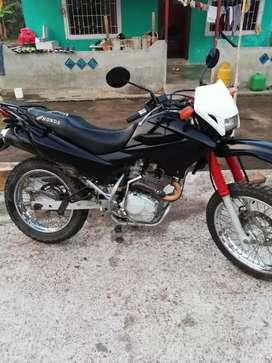 Vendo o cambio moto honda 125 matriculada al día en buenas condiciones x una Suzuki a x100