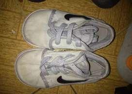 Tenis Nike niño talla 20