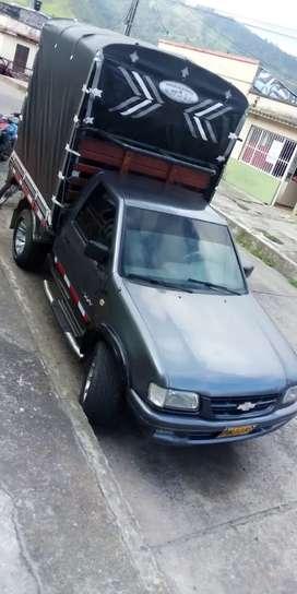 Camioneta de  estacas luv 2200