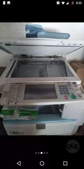 Fotocopiadora con muy poco uso, 45 copias por minuto, a láser blanco y negro multifuncional