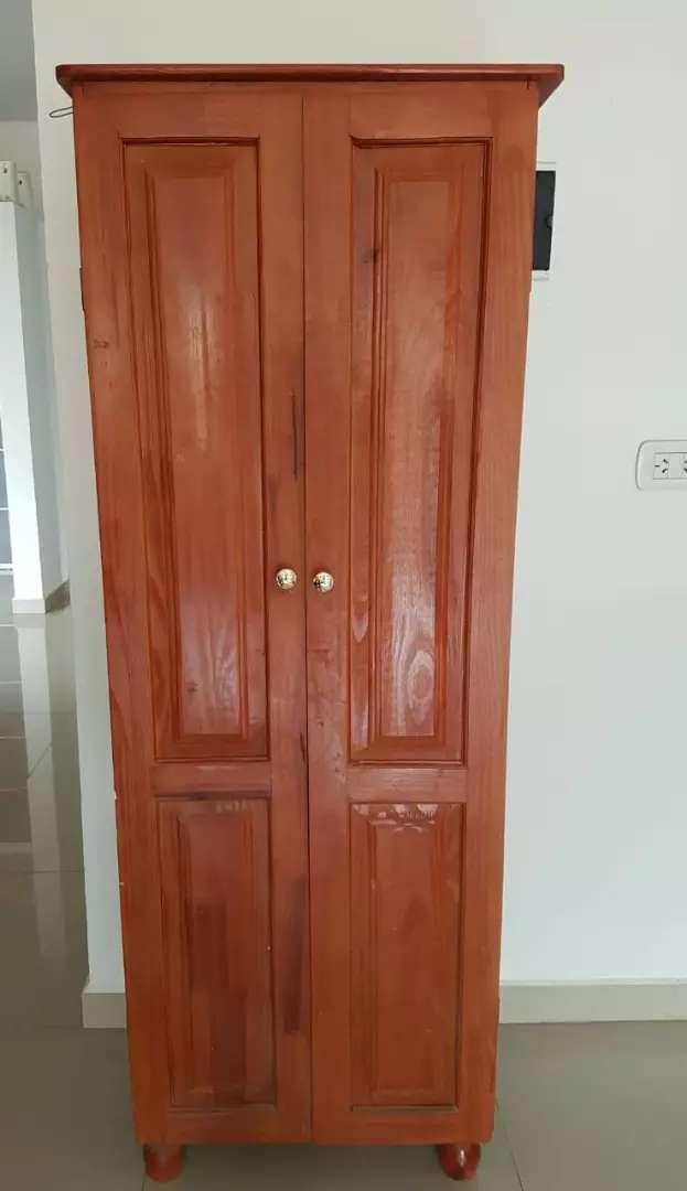 Mueble despensero de pino macizo pintado 0