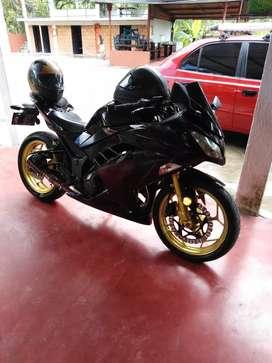 Ninja300 modelo 2015.  z250 mt03 r15 cbr