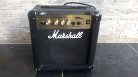 Amplificador de guitarra Marshall Mg10cd de 10w usado