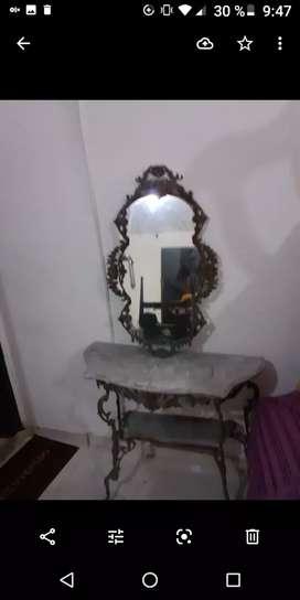 Espejo antiguo y mesa para restaurar en bronce