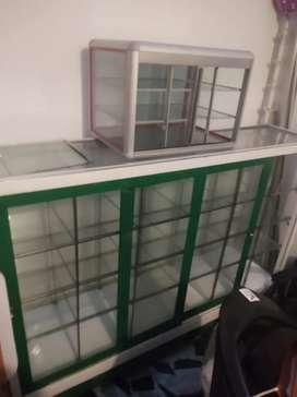 Vendo 2 vitrinas baratas pequeña y grande 250