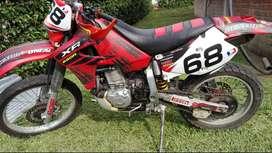 MOTO HONDA XR 650 R  PODEROSA AL DIA