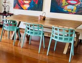 Mesa madera con banco y sillas