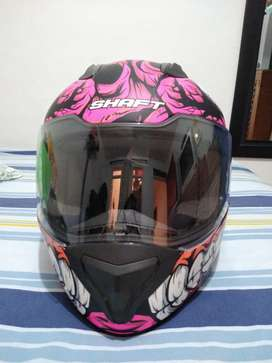 Vendo Casco Marca Shaft