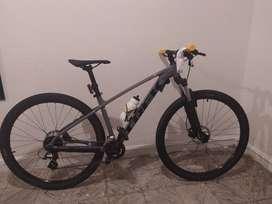 Hermosa bicicleta Trek Marlin 6