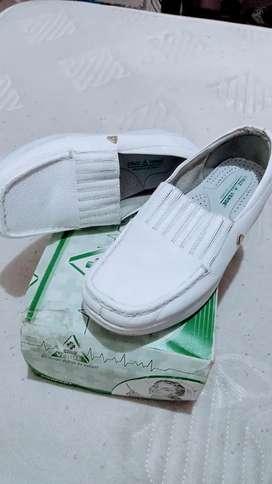 Zapatos cruz verde *Enfermera*