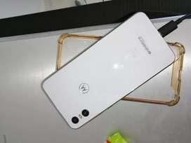 Vendo celular, motorola one con quiebre en display, no altera su función lo demás 10 de 10